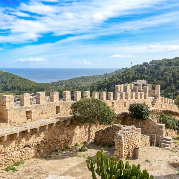 Nicole Pankalla Capdepera castle Historical sites on Mallorca to visit by foot or by bike
